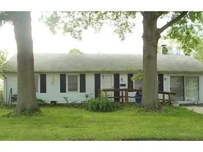3 Bed 1 Bath Foreclosure Property in Decatur, IL 62526 - N Dennis Ave