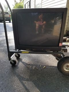 Free-works 25 inch tv just put to curb