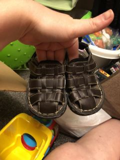 Faded glory sandals size 5