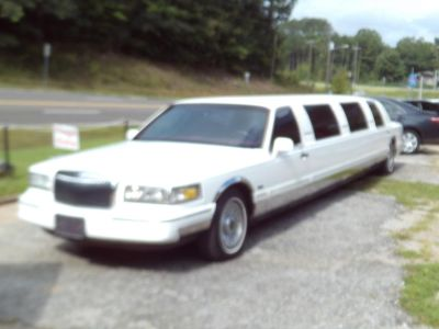 1996 Lincoln Town Car Executive (White)