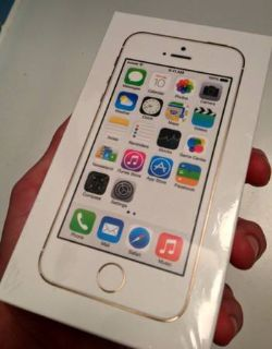 GOLD iPhone 5S IN HAND New and Unlocked 16 GB