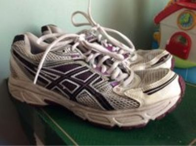 size 8 ASICS sneakers