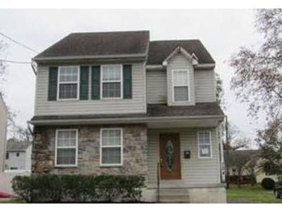 3 Bed 2.5 Bath Foreclosure Property in Folsom, PA 19033 - 7th Ave