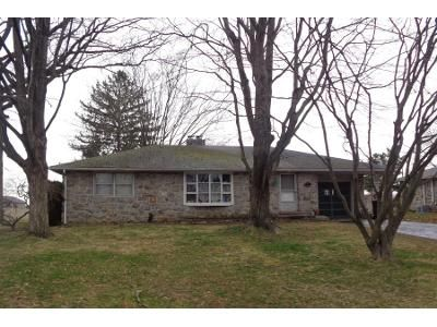 3 Bed 1 Bath Preforeclosure Property in Pottstown, PA 19465 - Bryton Ave