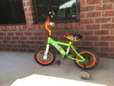 Child Bike w/ training wheels