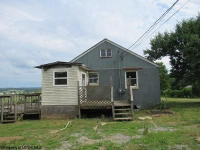 2 Bed 1 Bath Foreclosure Property in Masontown, WV 26542 - South St