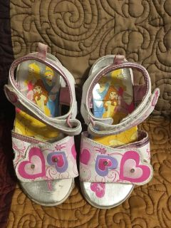 Girls White Light Up Disney Princess Sandals Sz 10 Toe Area Shows rub wear on right shoe - Swap Only