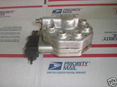 Sell Mercedes w126 W107 420SEL 560SEL 560SEC 560SL 0438101018 fuel distributor motorcycle in Calexico, California, US, for US $150.00
