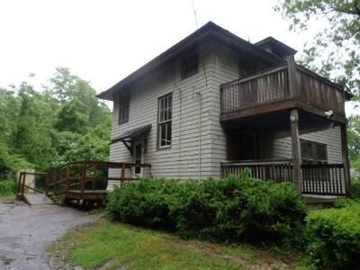 3 Bed 1 Bath Foreclosure Property in Hanover, MA 02339 - Water St