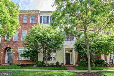 1109 Crestfield Dr ROCKVILLE Three BR, Not your typical townhome.