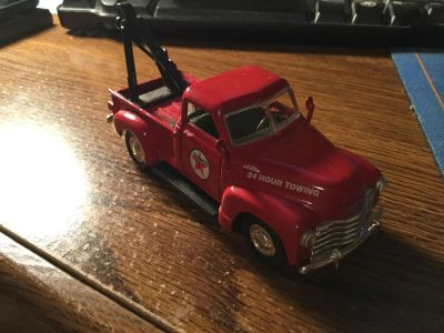 ROAD CHAMPS 1953 Chevy Texaco Tow Truck (1:43 scale)