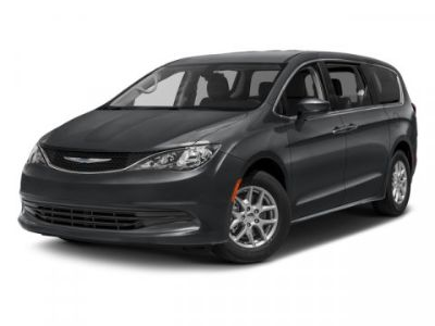 2017 Chrysler Town & Country Touring-L (Bright White Clearcoat)