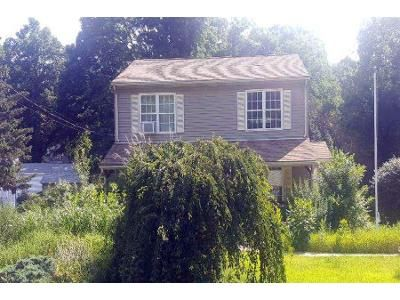 3 Bed 1.5 Bath Foreclosure Property in Cumberland, RI 02864 - New York Ave