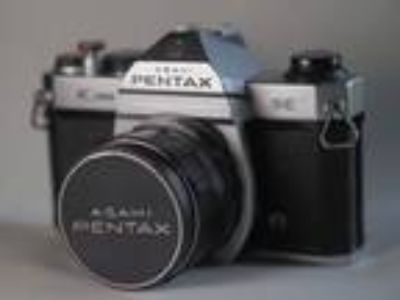 Pentax K1000 35mm SLR Film Camera with 28mm 3.5 Lens.