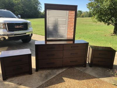 Gorgeous Bedroom Furniture Set. Dresser Mirror Two Night Stands