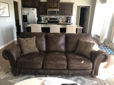 Great Lane Couch EUC