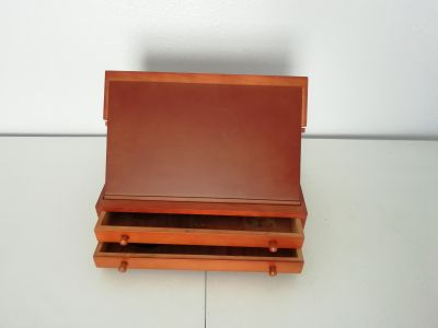 Small easel with drawers