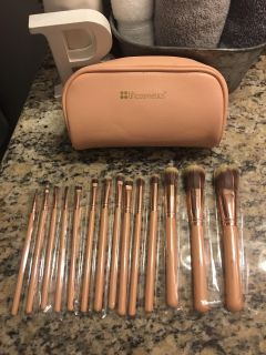 NEW 15 PIECE SET IF MAKEUP BRUSHES ! All still in wrappers... PERFECT for a gift or I love all my different sizes I use !