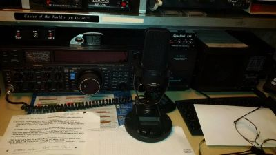 Yaesu FT2000 Radio with DMU, Filter Speaker and MD 200 mic