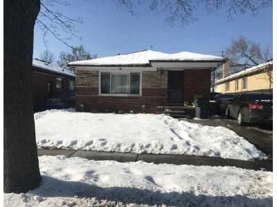 3 Bed 1.5 Bath Foreclosure Property in Oak Park, MI 48237 - Avon Rd