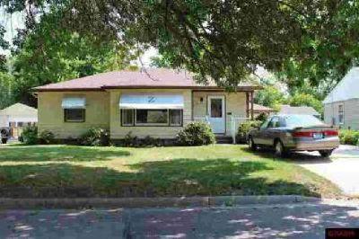 211 Ellis Avenue Mankato Three BR, This home has a pleasant