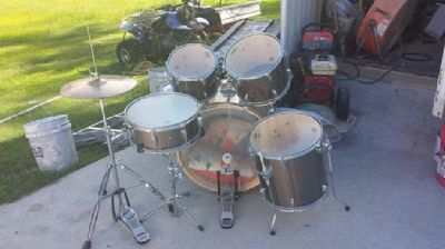$200 5 piece Mapex Drum Set