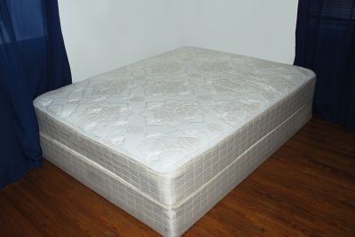 SERTA Sertapedic Queen Size Mattress & Boxspring