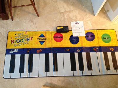 Largest Piano in the World! Music mat