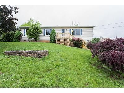 3 Bed 2 Bath Foreclosure Property in Front Royal, VA 22630 - W 18th St