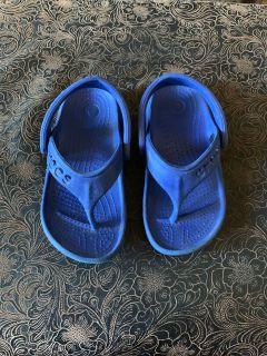 Size 8-9 crocs flip flops