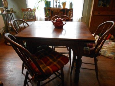 Antique Oak Table With 4 Chairs