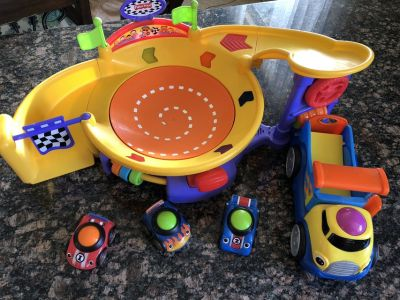Fisher price lil zoomers spinnin sound speedway