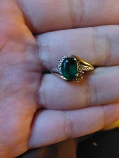 Size 7 artificial Emerald engagement ring