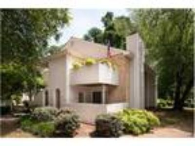 2ND FLOOR CONDO - GREAT HEART OF CARY LOCATION! Easy walk to all downtown Cary
