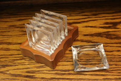 Vintage - Clear Glass Ashtrays and Wood Holder - Set of 6