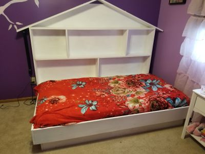 Twin bed + book shelves