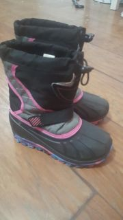 Girls snow boots size 10