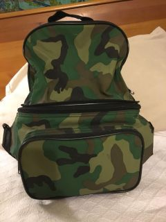 NWOT- Camo lunchbox, carry bag. Converts to backpack.