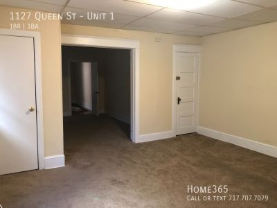 Nice and cozy 1-bedroom apartment on Queen St.