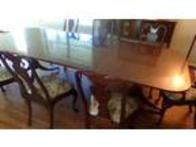 Dining Room Table and Chairs 350