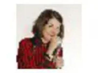 Paula Poundst Headlines the Music Hall