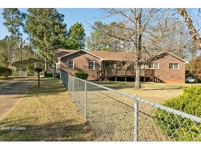 3 Bed 2 Bath Foreclosure Property in Hogansville, GA 30230 - Hawthorne Dr