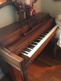 Maple Cabinet Upright STARCK PIANO