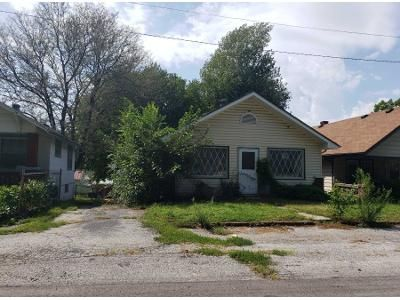2 Bed 1.0 Bath Preforeclosure Property in Independence, MO 64052 - S Hardy Ave