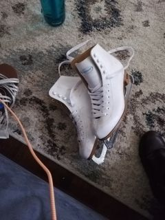 Riedell ice skates. Youth 4
