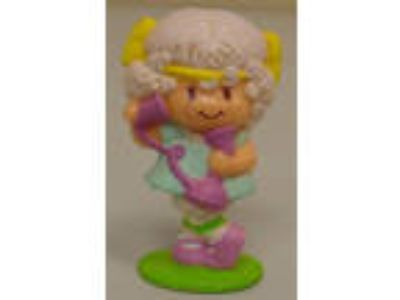 1982 Strawberryland Miniatures Angel Cake Chatting on the