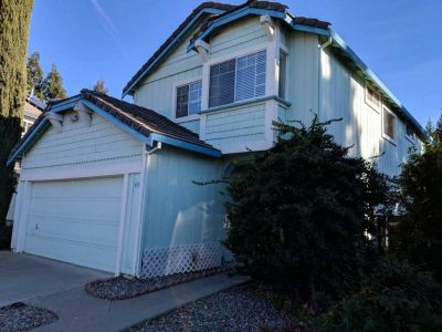 Vacaville 2 story house for rent