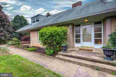 511 Ohio Ave LEMOYNE Four BR, Super location - only a block from