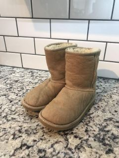 Girls Sand/Light Tan Classic Short AUTHENTIC UGGS sz 1 see all pics