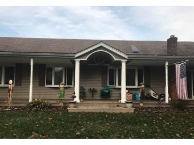 3 Bed 2 Bath Foreclosure Property in Smithtown, NY 11787 - Dehan St